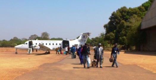 L'avion à l'aéroport de Sarh : l'atterissage sur piste en terre battue est bien particulier !